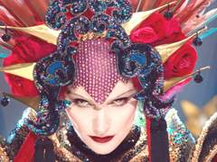 "这条绚丽魔性的MTV Daphne Guinness ""Evening In S"