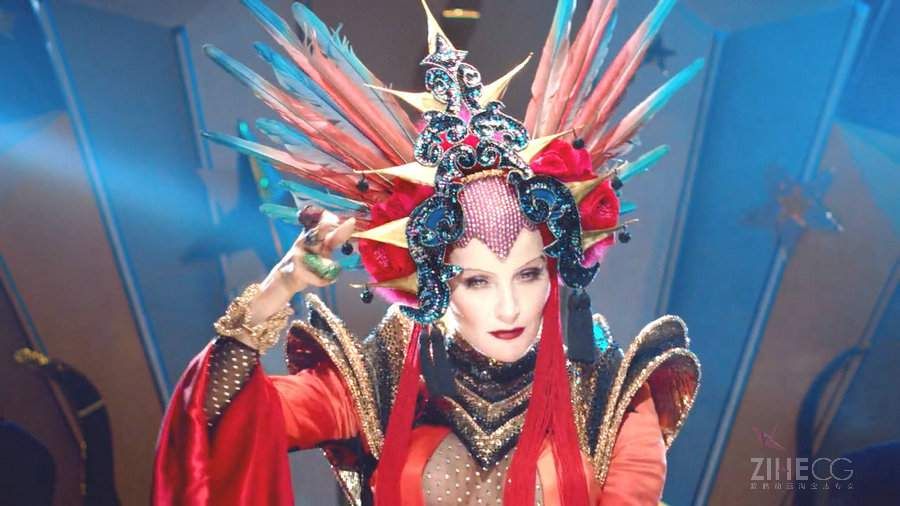 这条绚丽魔性的MTV Daphne Guinness Evening In Space